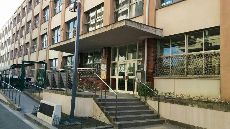 加賀屋 東 小学校